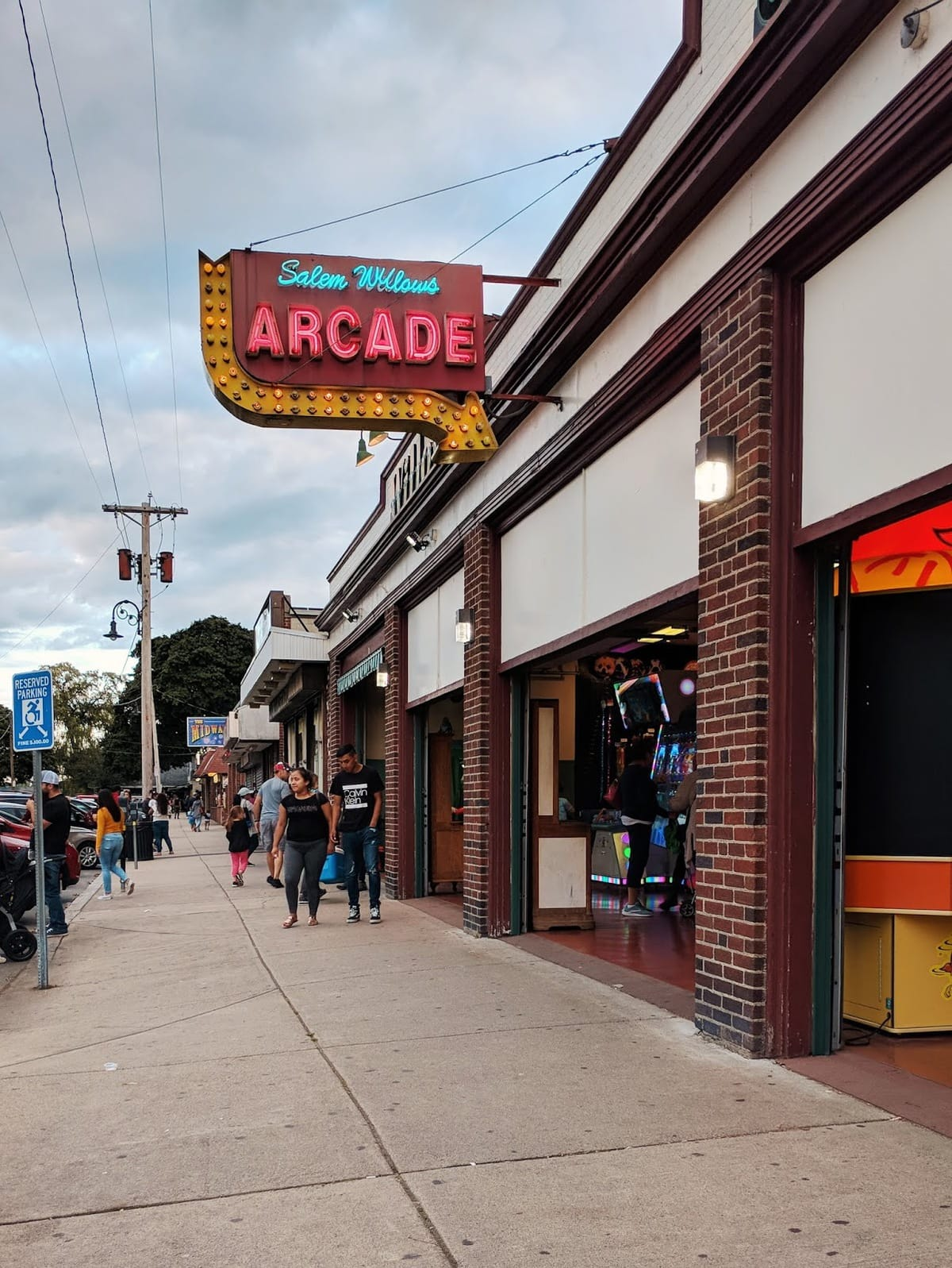 salem willows arcade