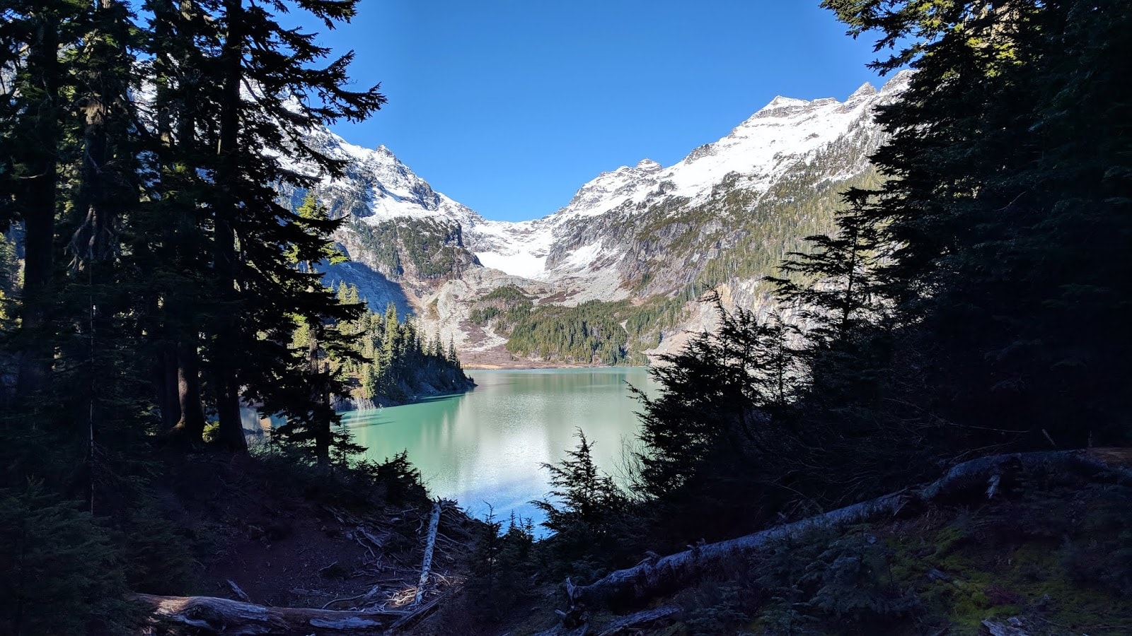 The turquoise water of Blanca Lake and the glaciers in the background