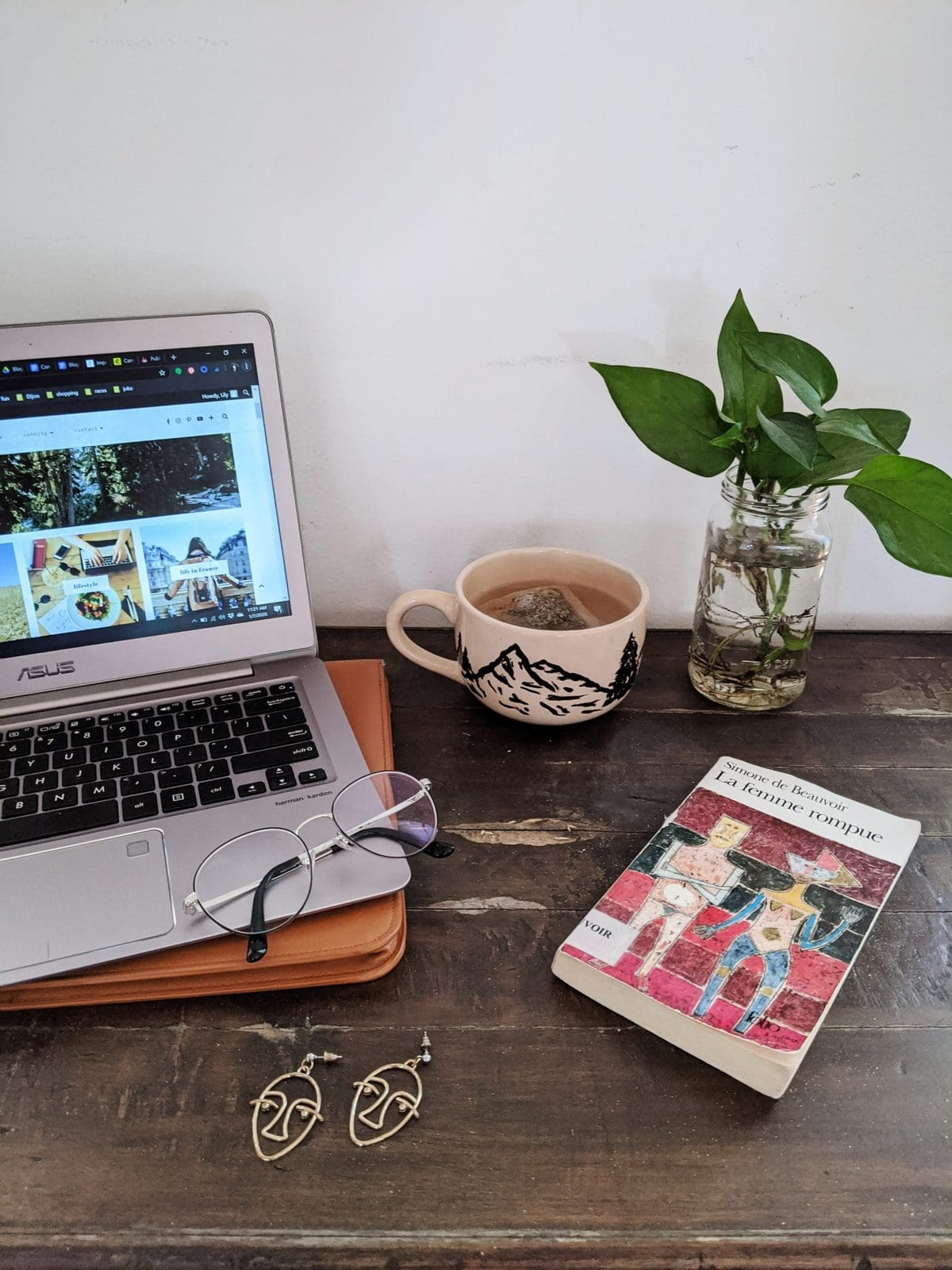 blogging desk setup (very staged)