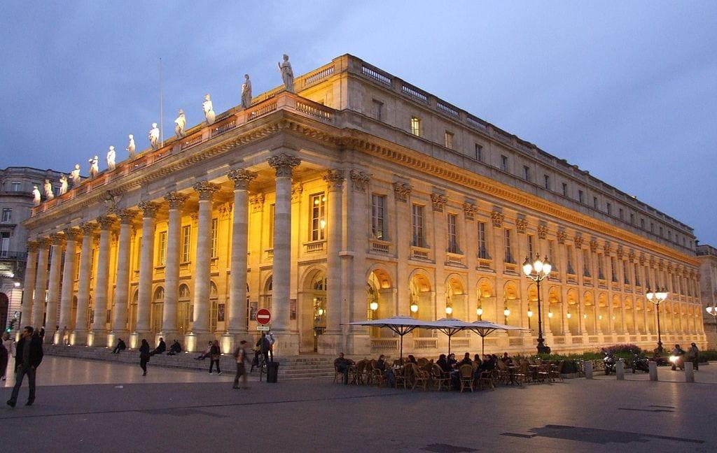 Grand Théâtre de Bordeaux lit up at dusk
