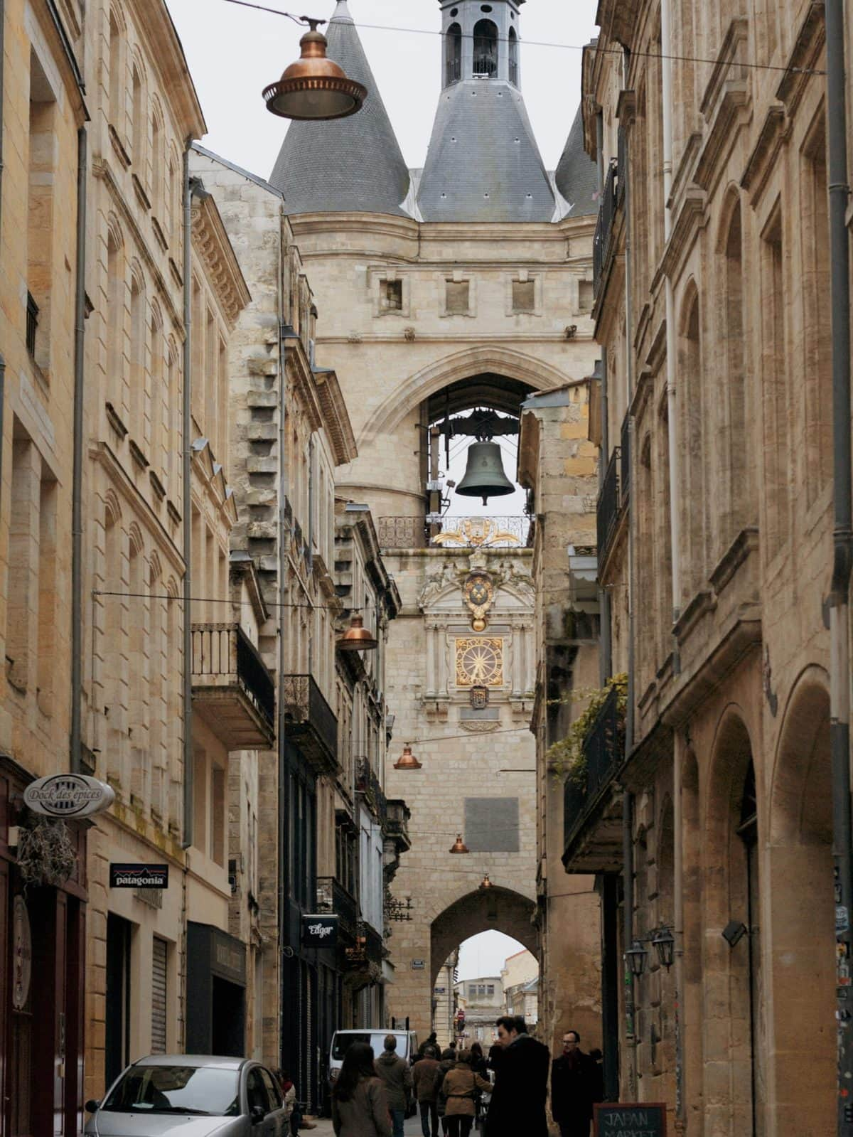 The Grosse Cloche (Big Bell) of Bordeaux, another castle-like structure that operates today as a passageway