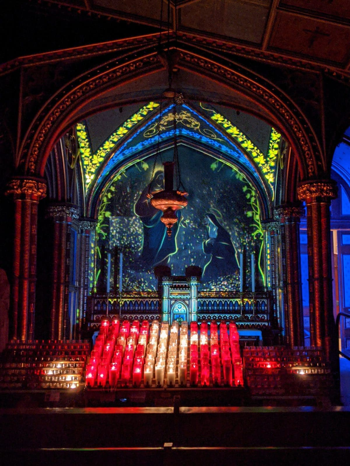 Illuminated image of Jesus and Mary at Aura Montreal at the Notre-Dame Basilica