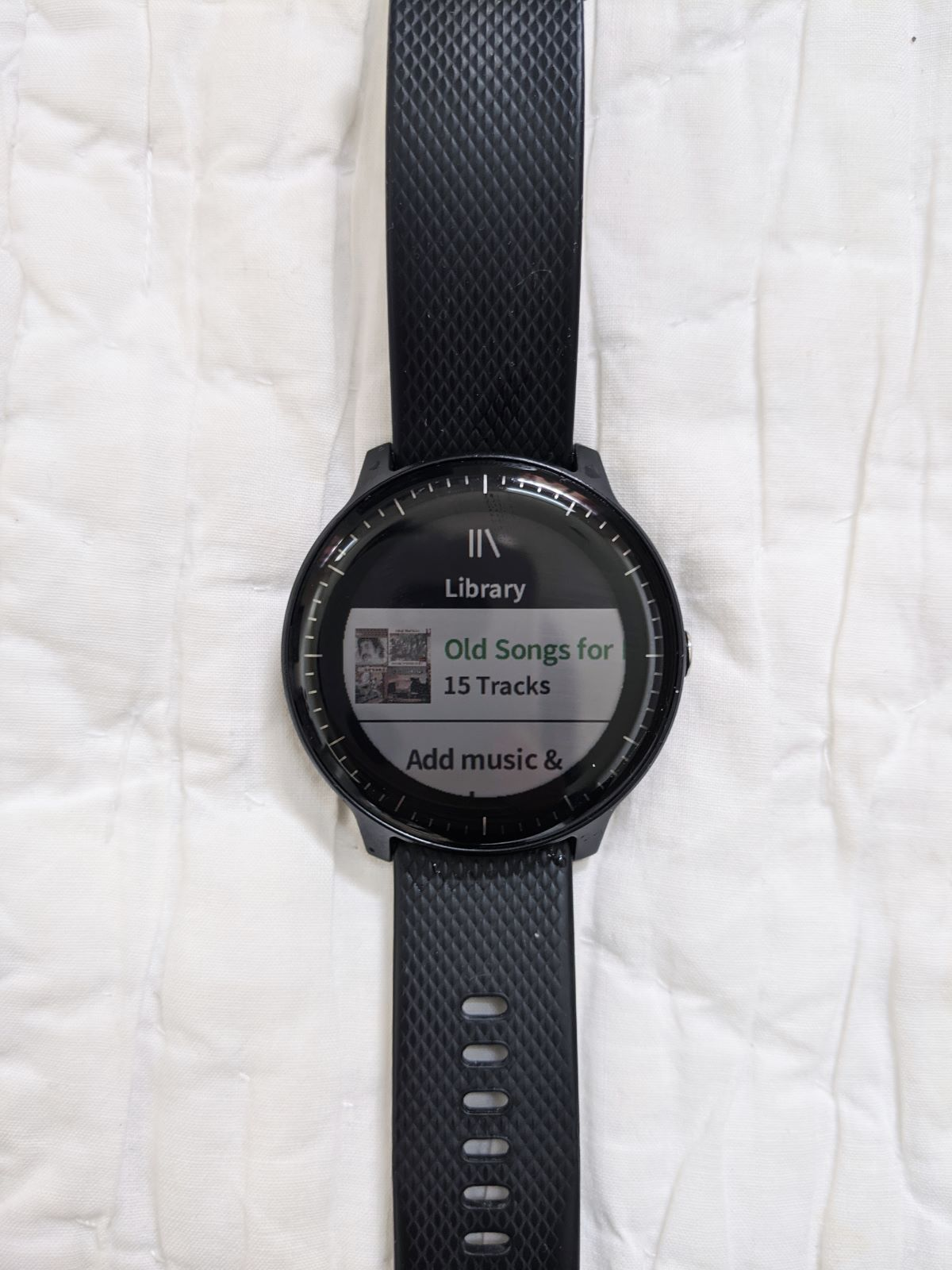 the Vivoactive 3 screen on the music library