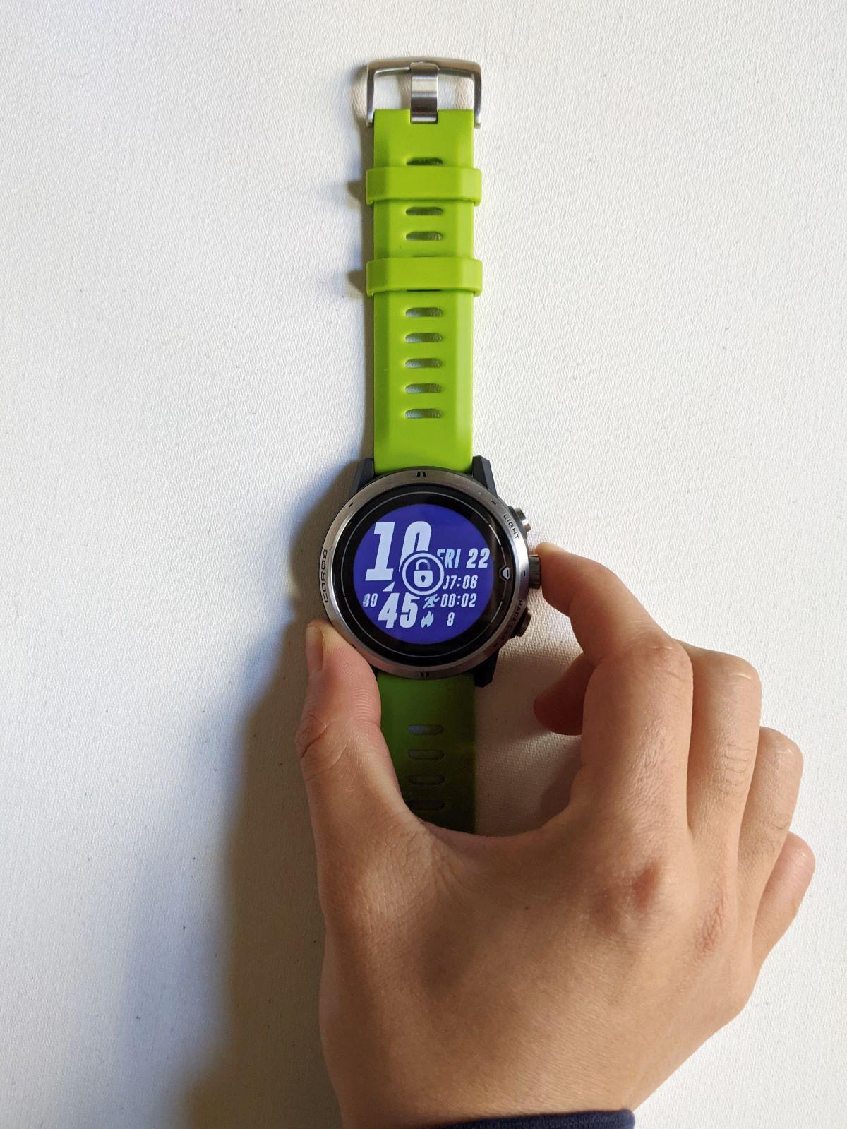 Lock screen of the COROS APEX