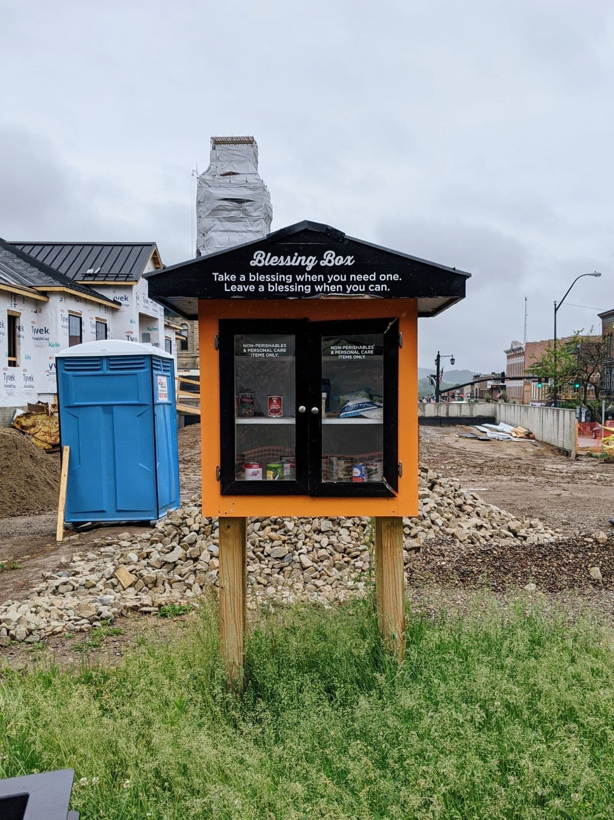 Free pantry in a construction zone